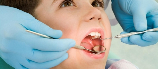 lechenie-kariesa-molochnogo-zuba_5b17a0